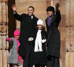 people-politico-obama-family-nov-2011